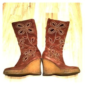 Brown wedged heel boot *offers welcome*